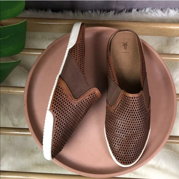 Frye Melanie Gore Brown Leather Perf